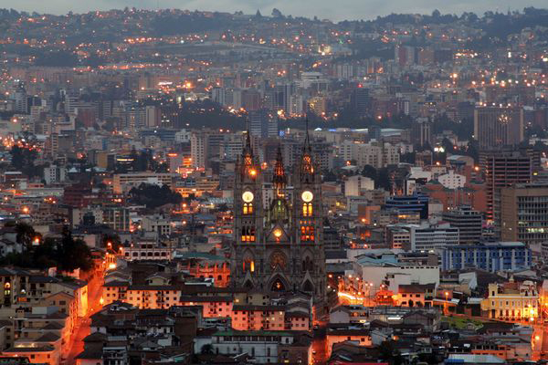 and the city by night (photo by Francisco Egas)